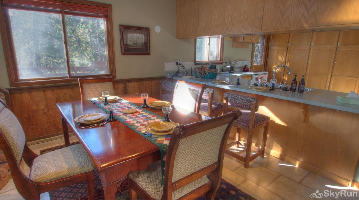 Dory Lakes Cabin Dining/Kitchen Area