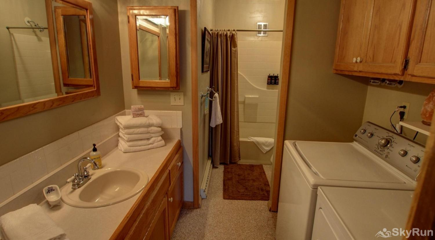 Dory Lakes Cabin Downstairs full bath