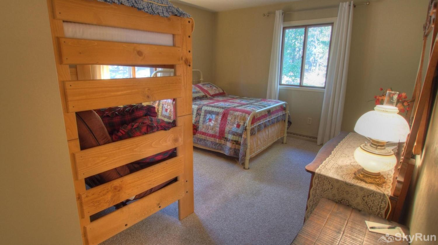 Dory Lakes Cabin Downstairs Bedroom 2